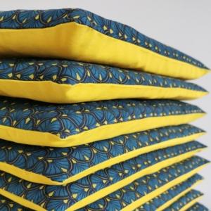 Coussin jaune bleu canard